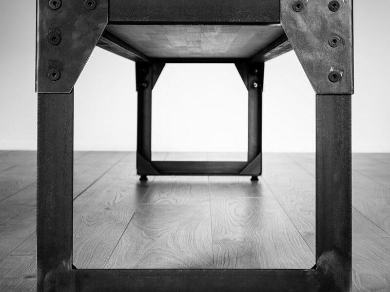 Grand Banc métal type industriel noir et blanc vue de coté grande
