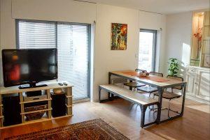 Table banc acier et bois style industriel appartement airbnb - Metal'Rine