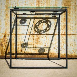 table basse en métal, verre et couronnes moto - ombre portee - Atelier Metal'rine
