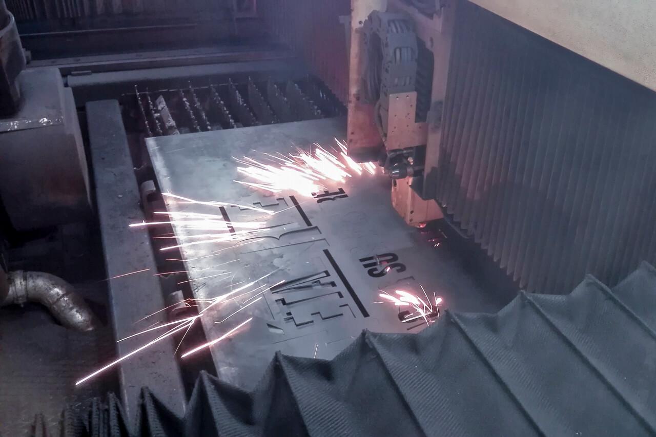 Découpe laser enseigne
