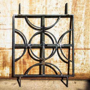 Grille décorative de protection en acier brut demi-cercle inspiration des motif africain