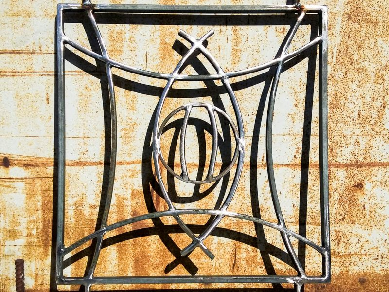 Grille décorative de protection en acier brut oeil inspiration des motif africain