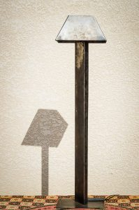 Lampe métal recyclé vue globale de face ombre