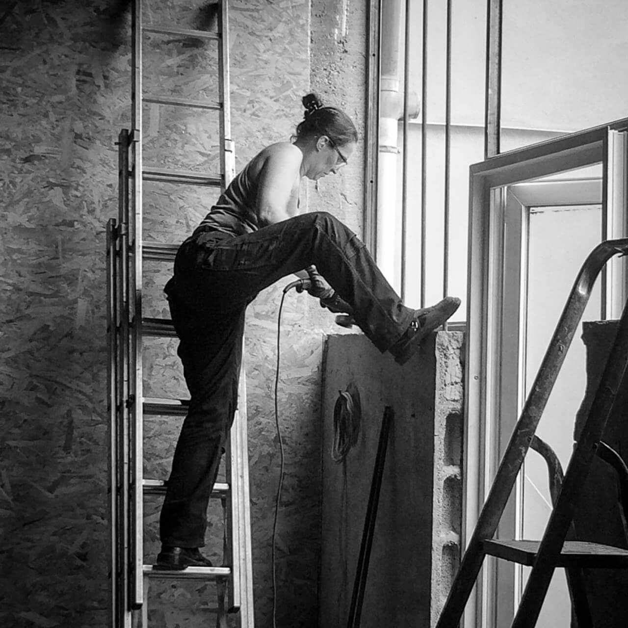 Métal'Rine au travail, échelle, meuleuse