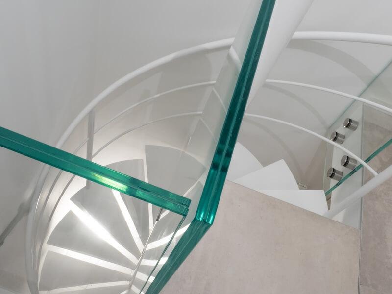 Escalier Hélicoïdal détail garde corps verre réaliser sur mesure